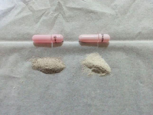 新旧ルグゼバイブのカプセルの中身の粉末比較
